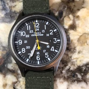 TIMEX Expedition unisex watch, green fabric band.